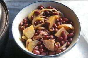 小豆とさつま芋と玉ねぎの小鉢