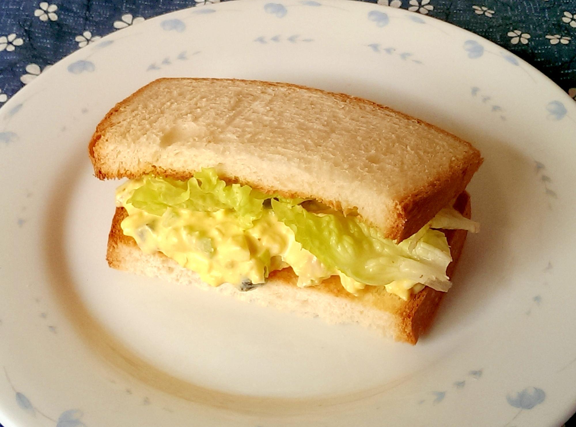 キューちゃんとセロリのたまごトーストサンド