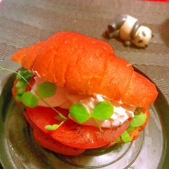 かき菜と炙りトマトのクリチーサンド