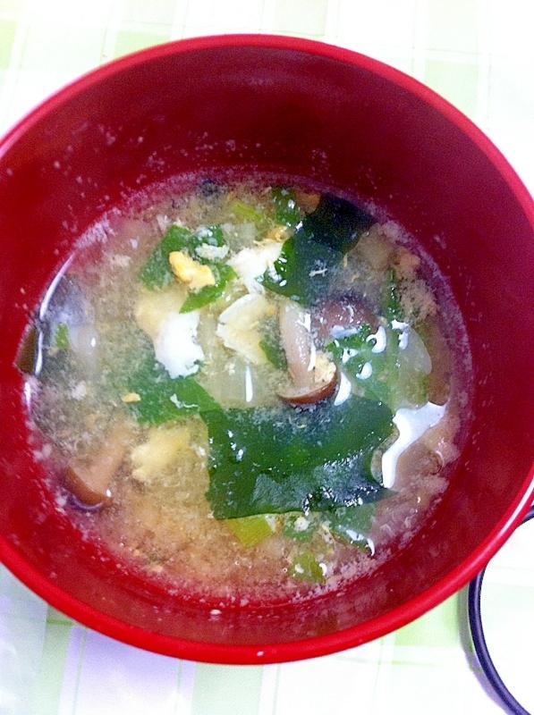 うまみたっぷりきのこ&わかめの卵スープ