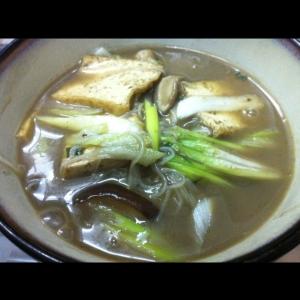 椎茸と厚揚げのピリ辛ライスヌードル