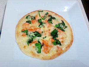 鮭とほうれん草のクリームピザ