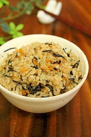 1. ひじきとツナ缶の炊き込みご飯