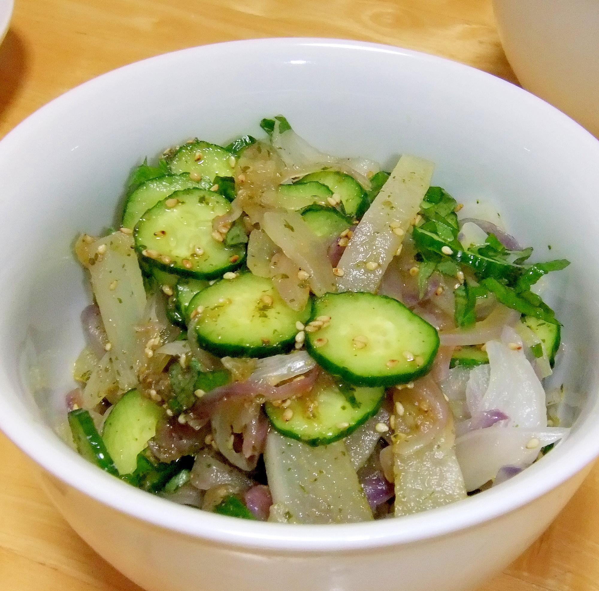 キュウリ・大根・タマネギのサラダ