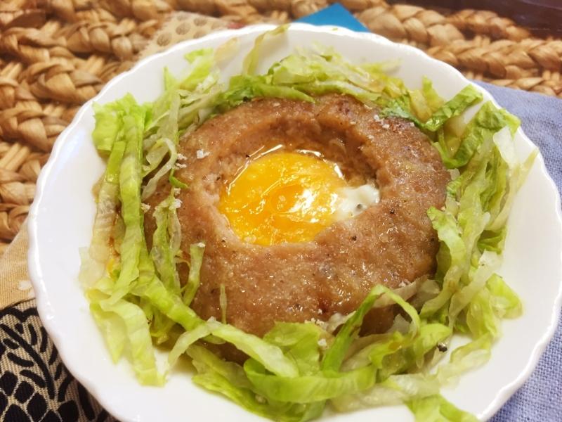 2. レンジで簡単 「ハンバーグの巣ごもりサラダ」