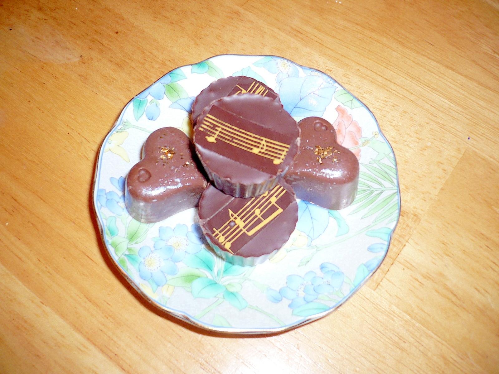 簡単!溶かして固めるだけの手作りチョコ