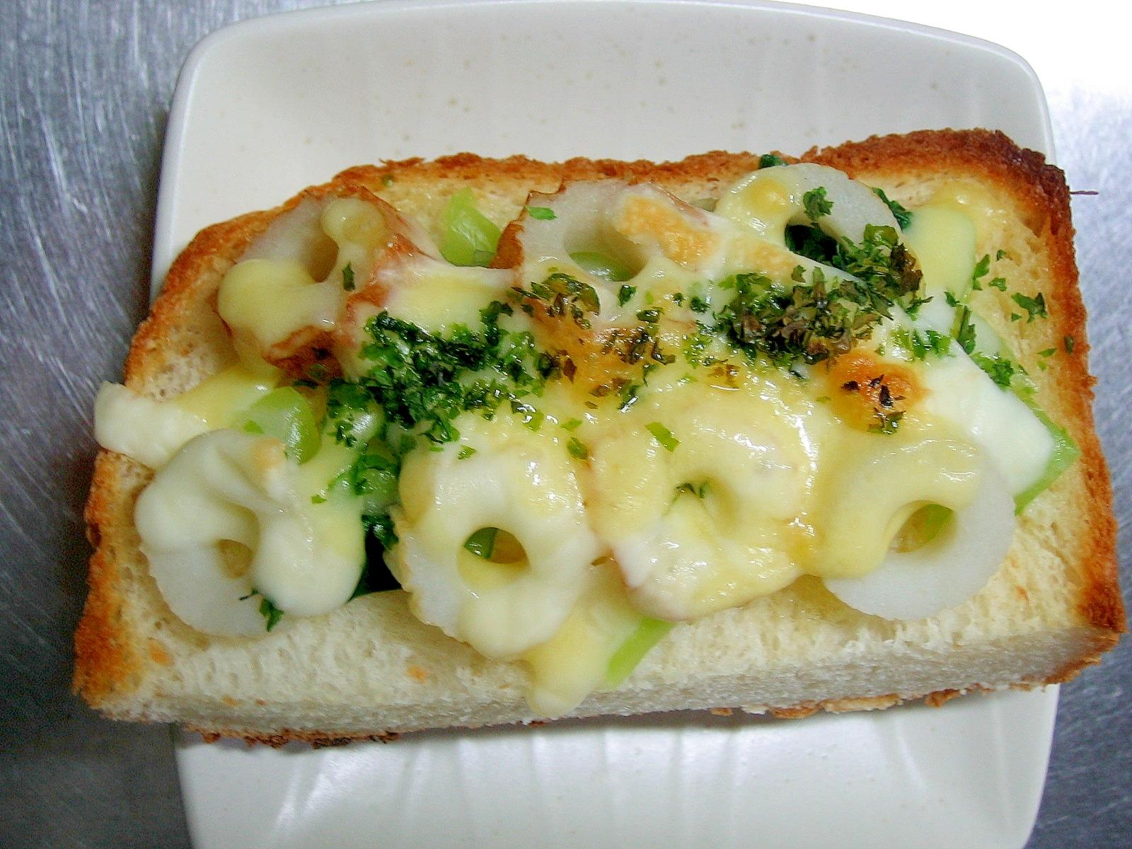 チンゲン菜&竹輪の青海苔かけチーズトースト