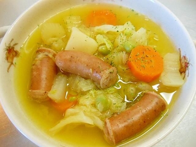 3. 野菜とソーセージ、塩えんどう豆のスープ