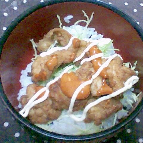 唐揚げのピリ辛マヨ丼