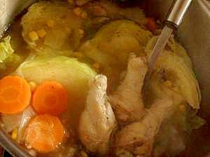 冷蔵庫一掃!手羽元と野菜の中華風スープ♪