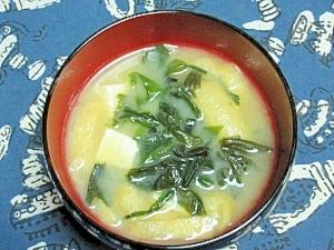 わかめと豆腐と油揚げの味噌汁