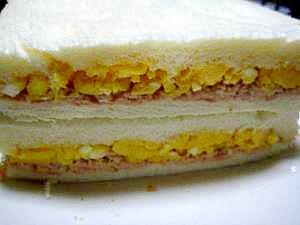 お出かけに☆ツナマヨと卵のサンドイッチ