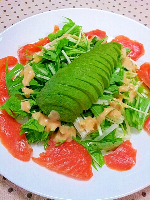 スモークサーモンとアボカドの水菜サラダ