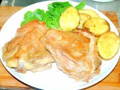 鶏ももステーキとじゃがいものにんにくソース添え♪