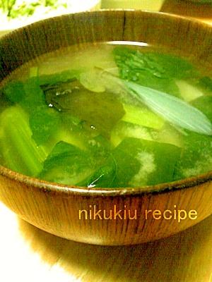 小松菜・たまねぎ・わかめの味噌汁