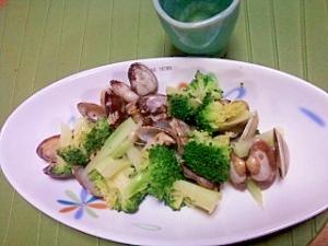 アサリのワイン蒸しに野菜を足して。