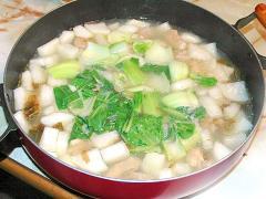 ぽかぽか温まる!鶏モモと大根のサムゲタン風スープ♪