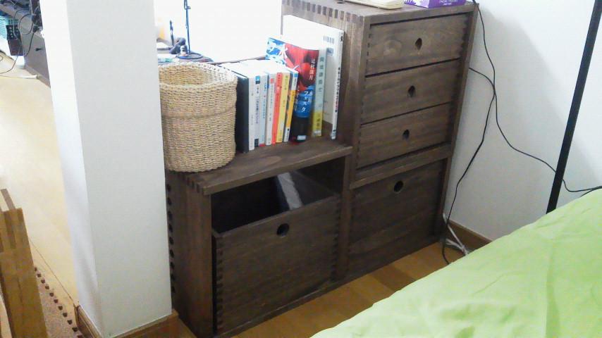 【3つくみあわせて】 3L引き出しと、MboxとLboxを組み合わせて、ベッド脇の棚を作りました。引き出しがちょっと軽い感じがするけど、間仕切りに使いたかったので、両方から引き出せるのはGOODです。【子供部屋 無垢 木製 収納 ラック キューブ カラーボックス 本棚 絵本 おもちゃ 収納 図鑑 大型本】