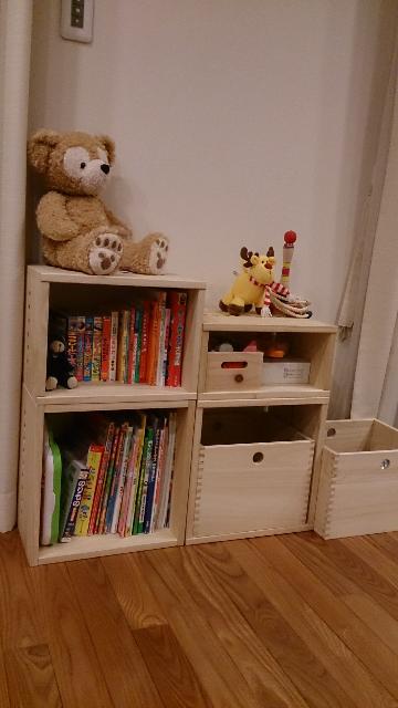 【いいです!2回目リピ】 子供のおもちゃと本入れとしてとても気に入ったので追加で購入しました。まだまだおもちゃが入りきれないのでまた購入します!【子供部屋 無垢 木製 収納 ラック キューブ カラーボックス 本棚 絵本 おもちゃ 収納 図鑑 大型本】