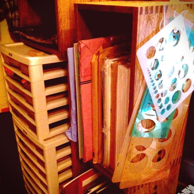 【A3サイズも収納】 大きいサイズの紙類の収納に。桐素材は湿度を調節してくれるので、紙の保存場所に適してると思います。【子供部屋 無垢 木製 収納 ラック キューブ カラーボックス 本棚 絵本 おもちゃ 収納 図鑑 大型本】