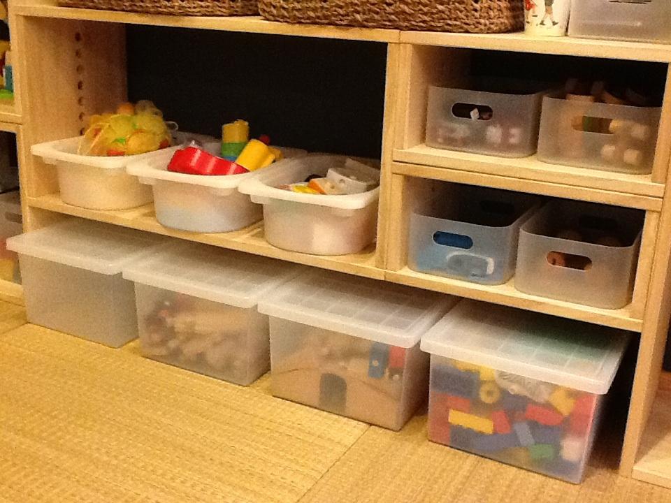 【子供のおもちゃ収納に】 LBOX/LLBOX/IBOXを組み合わせておもちゃ収納に。子育て講座で背板の無い棚が良いと聞き、色々検索してコレを採用、