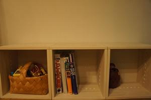 【カラーボックスとは全然違いますね!】 本や玩具の収納に。カラーボックスとは違いますね。大切に使っていきたいと思います。【子供部屋 無垢 木製 収納 ラック キューブ カラーボックス 本棚 絵本 おもちゃ 収納 図鑑 大型本】