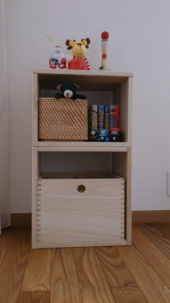 【いいです!】 子供のおもちゃ整理棚としてナチュラル色のLboxとMboxと一緒に購入。桐でちょっと傷はつきやすいですが、引き出すときも軽く使いやすく、木の質感もとても良く、部屋とも合っているので購入して良かったです!【子供部屋 無垢 木製 収納 ラック キューブ カラーボックス 本棚 絵本 おもちゃ 収納 図鑑 大型本】