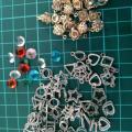 「チャーム キット 7種 42個 カン付き & ダイヤカット ビーズ 100個 (AP0764)」の商品レビュー詳細を見る