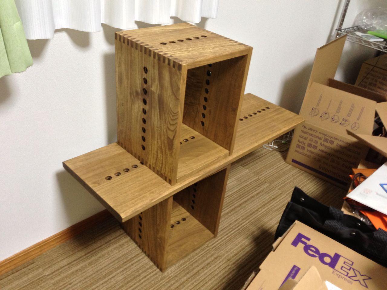 【モータマガジン等 雑誌の収納にぴったり】 Lボックスと悩みましたがこの方が雑誌の種類ごとに小分け出来るのでMボックスで正解だったと思います。今度は引き出し付きのものとかも揃えていきたいです。【子供部屋 無垢 木製 収納 ラック キューブ カラーボックス 本棚 絵本 おもちゃ 収納 図鑑 大型本】