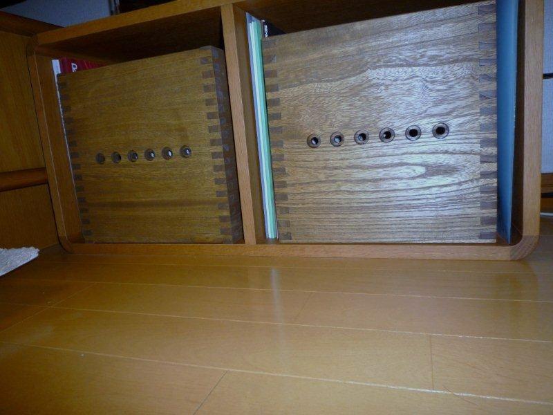 【S BOXをフリーボックスのように使用】 手持ちの物に合うような木製ボックスを探していました。本来の使い方とは違うかもしれませんが、ジョイントの穴が良いアクセントになって気に入っています。【子供部屋 無垢 木製 収納 ラック キューブ カラーボックス 本棚 絵本 おもちゃ 収納 図鑑 大型本】