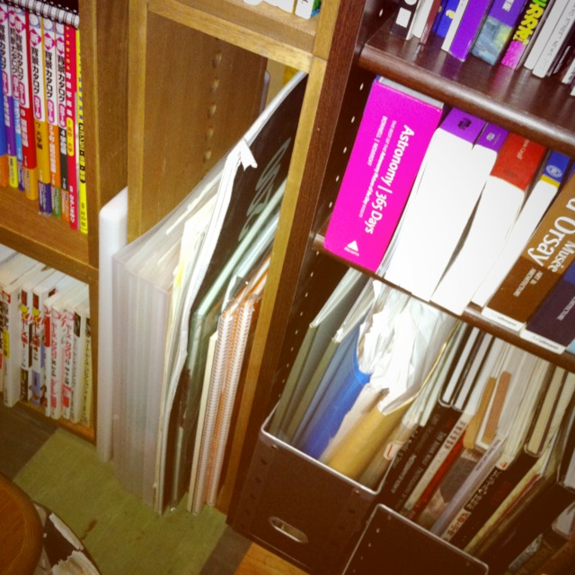 【サイズ豊富】 本棚と、ヴァインLBOXの隙間に、IBOX、IIBOXを。隙間をうまく活用できるようなサイズ展開は良いですね。大きい紙類の保存に重宝してます。【子供部屋 無垢 木製 収納 ラック キューブ カラーボックス 本棚 絵本 おもちゃ 収納 図鑑 大型本】