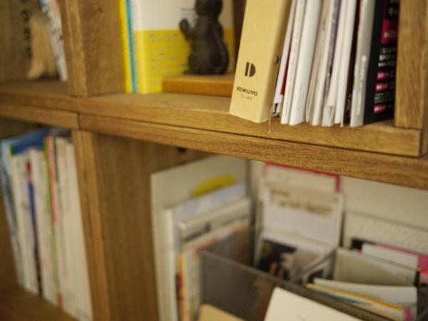 【リピートです!】 以前L BOXを購入し、今度はLLBOXも買い足してみました。L BOXと違ってLL BOXの方は飾り棚としてもとても使いやすい大きさでした。縦にも横にも使えるのがいいと思います。収納量によってどんどん買い足せるのがいいです!【子供部屋 無垢 木製 収納 ラック キューブ カラーボックス 本棚 絵本 おもちゃ 収納 図鑑 大型本】
