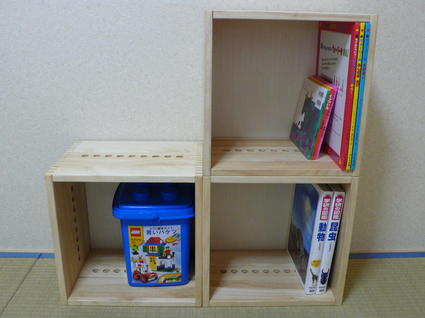 【素敵です。】 子供の絵本をしまうために購入しました。初めはいわゆる本棚を探していましたが、絵本はサイズがバラバラなのでなかなか適当なものが無く、買うのを躊躇していました。こちらの商品は好きな形に組み換えられ、買い足す事もでき、ばらせば移動も簡単なので大変便利だと思います。ちょっとお高いのが難点ですが。【子供部屋 無垢 木製 収納 ラック キューブ カラーボックス 本棚 絵本 おもちゃ 収納 図鑑 大型本】