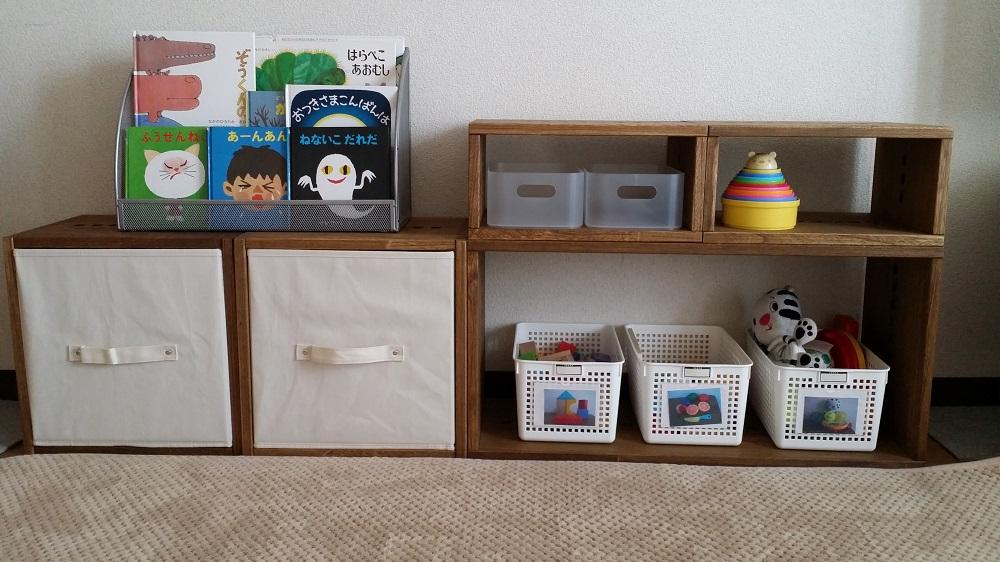 【子供の物の整理に。】 リピートです。LLBOXは以前に購入し、元々百均のかごにおもちゃを分類し収納していました。今回LBOXとIBOXをそれぞれ2個つづ購入しました。色はミディアムです。リビングに子供のおもちゃ、本、おむつ、着替え等の整理のために使用。LBOXに布製のインナーBOXを買いました。イオンのプライベートブランドの物です。子供におむつを持って来てもらったり着替えを出してもらったりするために軽い布製が良かったので。IBOXは縦型に使い、本棚に入りきらなかった本をいれました。横型に使って無印のメイクボックスを使い細かいおもちゃの整理にもいいなぁと思っています。雨の日など外に遊びに行けない時はBOXを組み替えて階段状にして登って遊んだりしています。BOXは軽くて女性でも扱いやすいです。しかし傷が付きやすいです。もうすでに子供が積み木で叩いて凹みや傷がたくさんです(=_=)これからも買い足して成長に合わせて積み上げたりして使用する予定でいます!【子供部屋 無垢 木製 収納 ラック キューブ カラーボックス 本棚 絵本 おもちゃ 収納 図鑑 大型本】