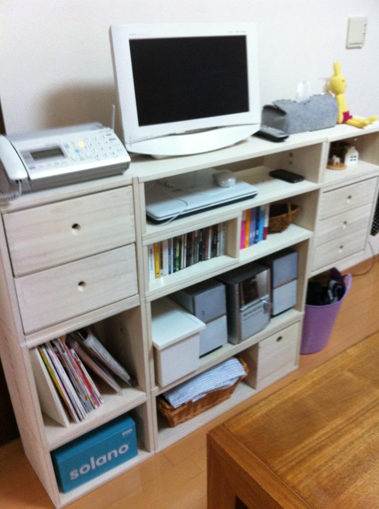 【シンプルですてき】 今回二回目のリピートです。 ノートパソコンを収納したくてこのIIBOXを購入しました。 予想どおりぴったりすっきりで気に入りました☆【子供部屋 無垢 木製 収納 ラック キューブ カラーボックス 本棚 絵本 おもちゃ 収納 図鑑 大型本】