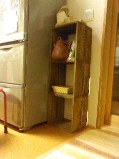 【可愛い。】 冷蔵庫の横に置いて、今まで置き場に困っていた物を置いてます。将来は別の使い方もできるし、軽いし、満足してます。【子供部屋 無垢 木製 収納 ラック キューブ カラーボックス 本棚 絵本 おもちゃ 収納 図鑑 大型本】
