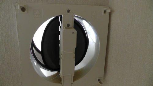 換気扇動作時 レンジフードファンを回すとダンパーが開くようになった