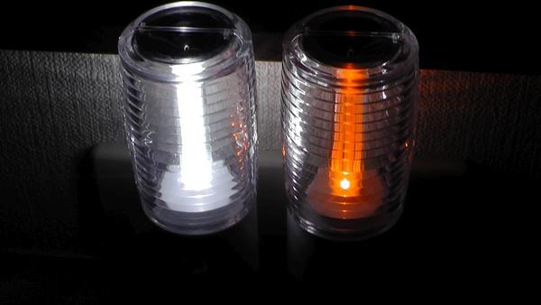 ヤザワ 暗くなると光るセンサーナイトライト ホワイトとアンバーの比較 NL30AM NL30WH