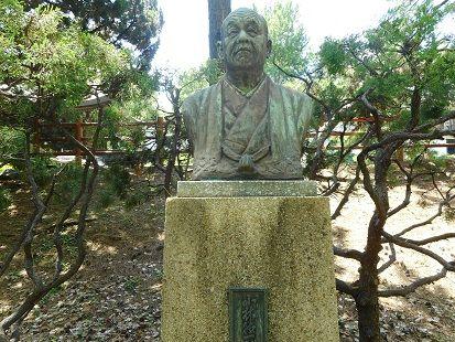 小林徳一郎銅像