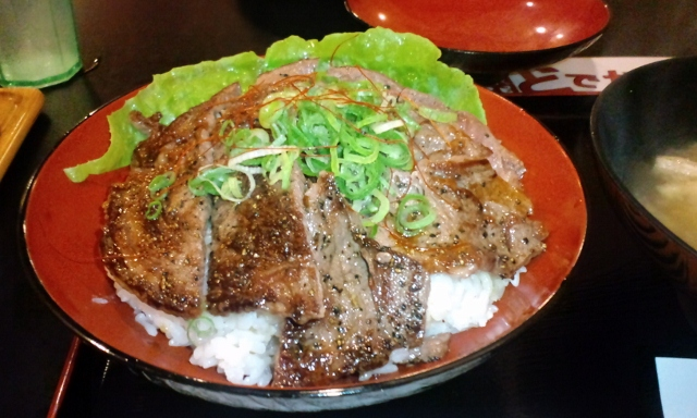 神戸(元町)亀田精肉店のどでかステーキ丼