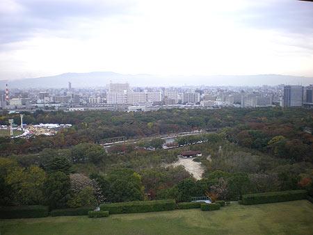 写真は大阪城の天守閣から撮影した写真