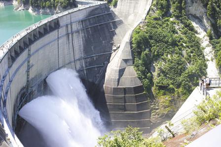 22放水を展望台から眺める人.jpg