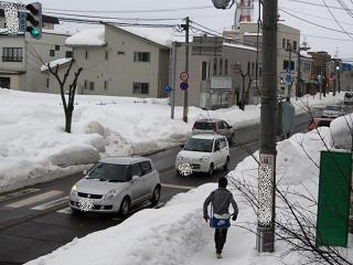 歩道は圧雪。.jpg