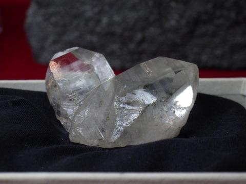 大阪市立自然史博物館2017年4月下旬30 日本式双晶水晶(Rock Crystal; Japanese twin) 山梨県