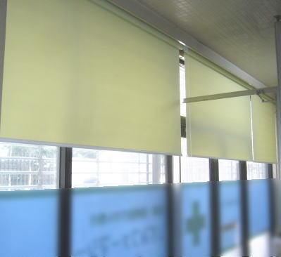 遮熱タイプのロールスクリーン取付事例