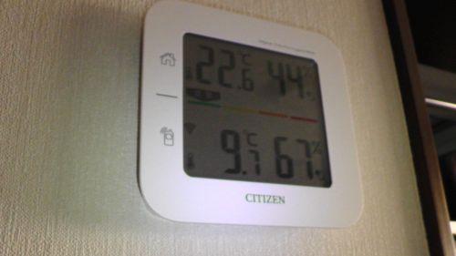 翌朝の気温 室内22.6度 屋外9.7度