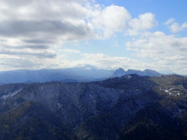 PB132829 無意根山から雲の羊蹄山.jpg