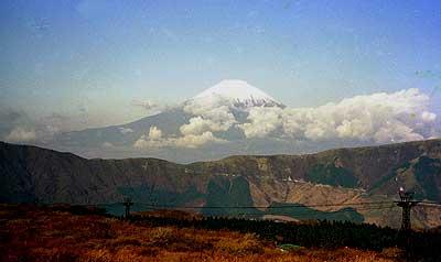 大涌谷山上から仰ぐ富士山