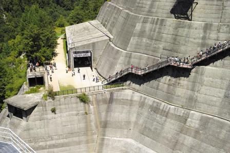 19新展望広場への階段.jpg