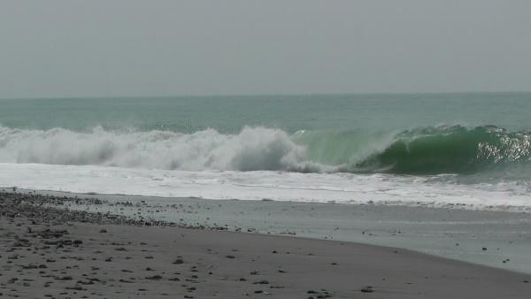 波が荒い遠州灘